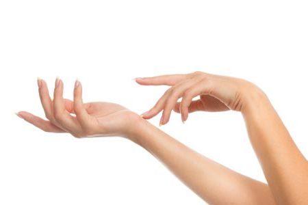 Rajeunissement des mains par l'acide hyaluronique